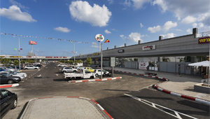Mivneh Holon Shopping Center